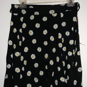 Ardene Black Daisy Skirt Large NWT